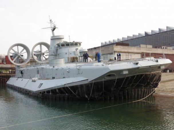 Перший малий десантний корабель на повітряній подушці проекту 958 «Бізон» побудований у Китаї