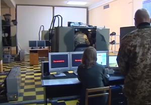 """У """"Десні"""" йде навчання екіпажів бойових машин із використанням сучасних тренажерів"""
