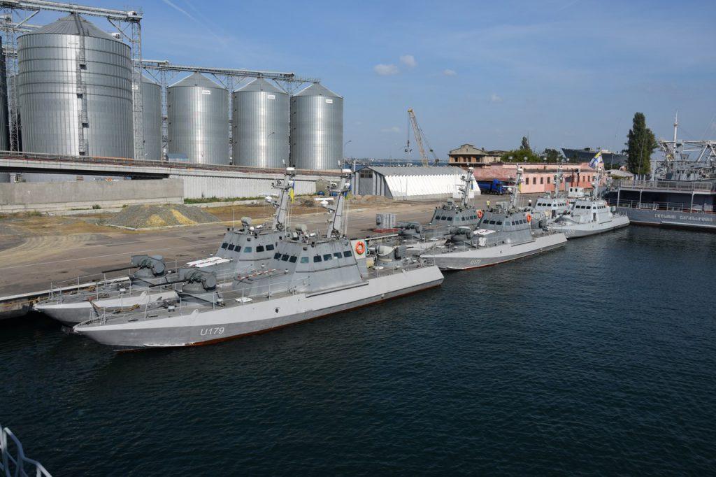 """6 малих артилерійських катерів побудованих заводом """"Кузня на Рибальському"""""""