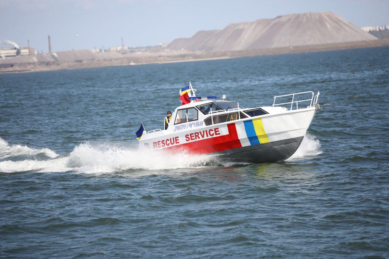 Катер частини водолазних пошуково-рятувальних робіт акваторії Азовського моря ДСНС