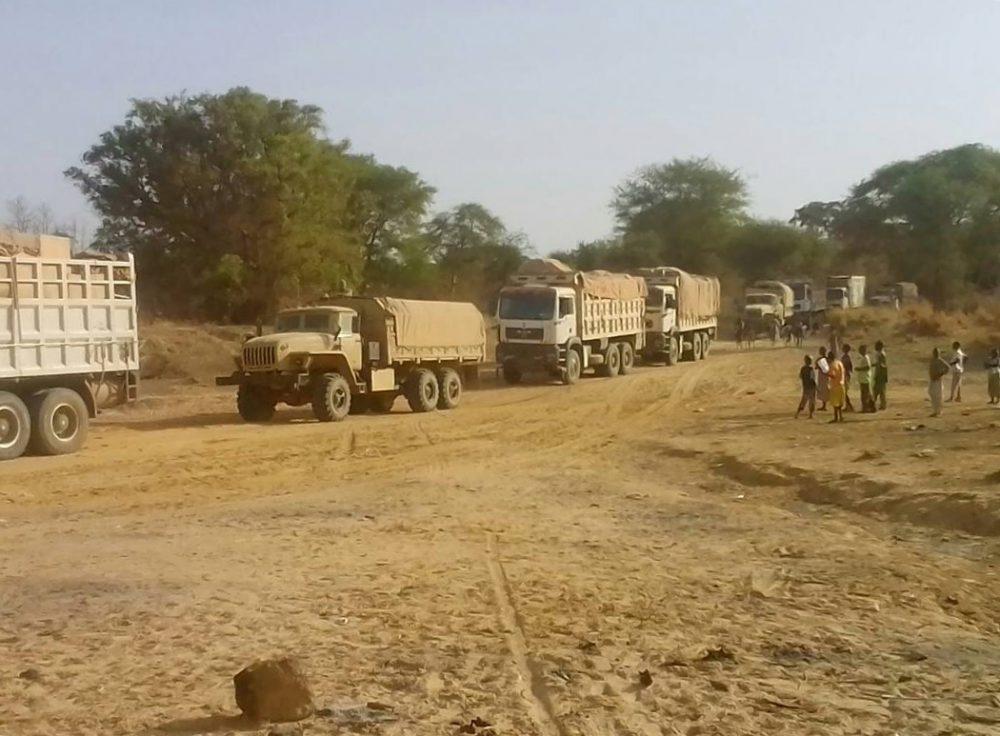 Вантажівки Урал-4320 в складі колони на кордоні між ЦАР та Суданом