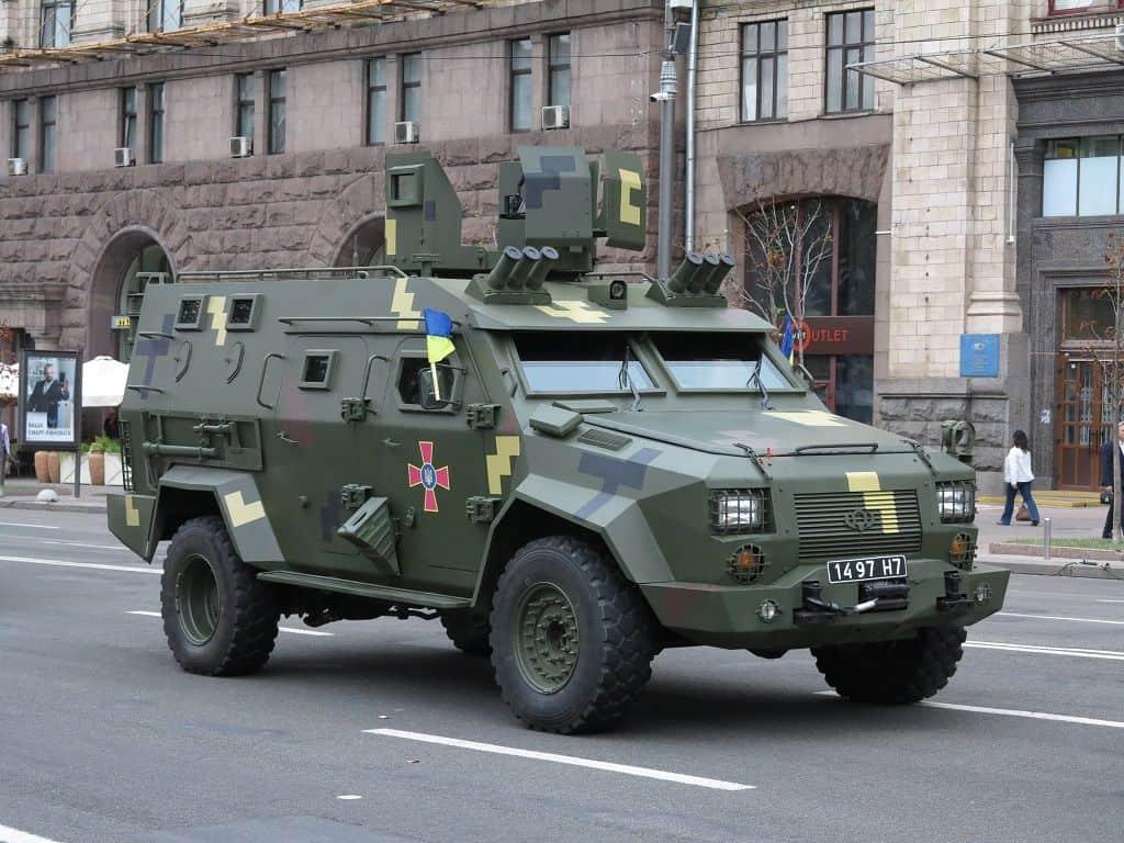 """Замовлено першу партію бронеавтомобілів """"Барс-8"""""""