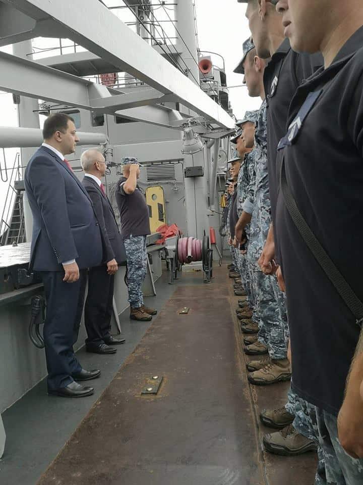 Команда корабля Переяслав (A512) з послом