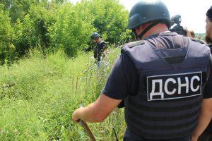 Розміновування в Станиці Луганській: бойовики не пустили ДСНС України