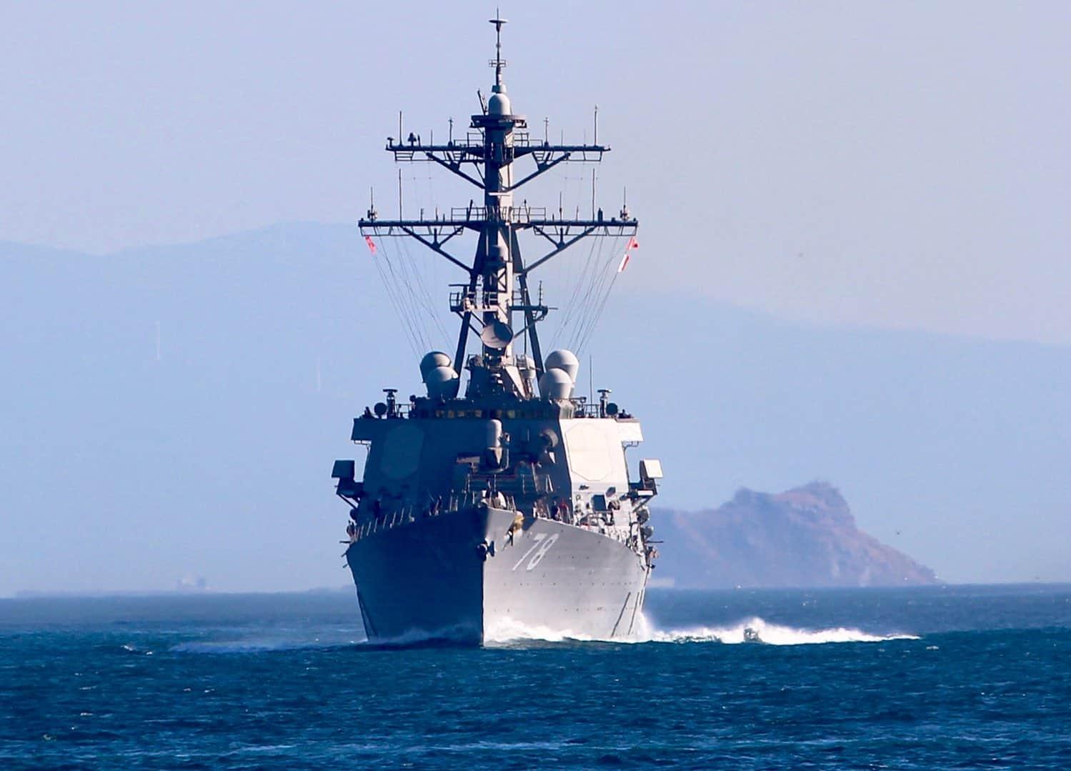 USS Porter (DDG 78) під час переходу Босфору 8 серпня 2019 року