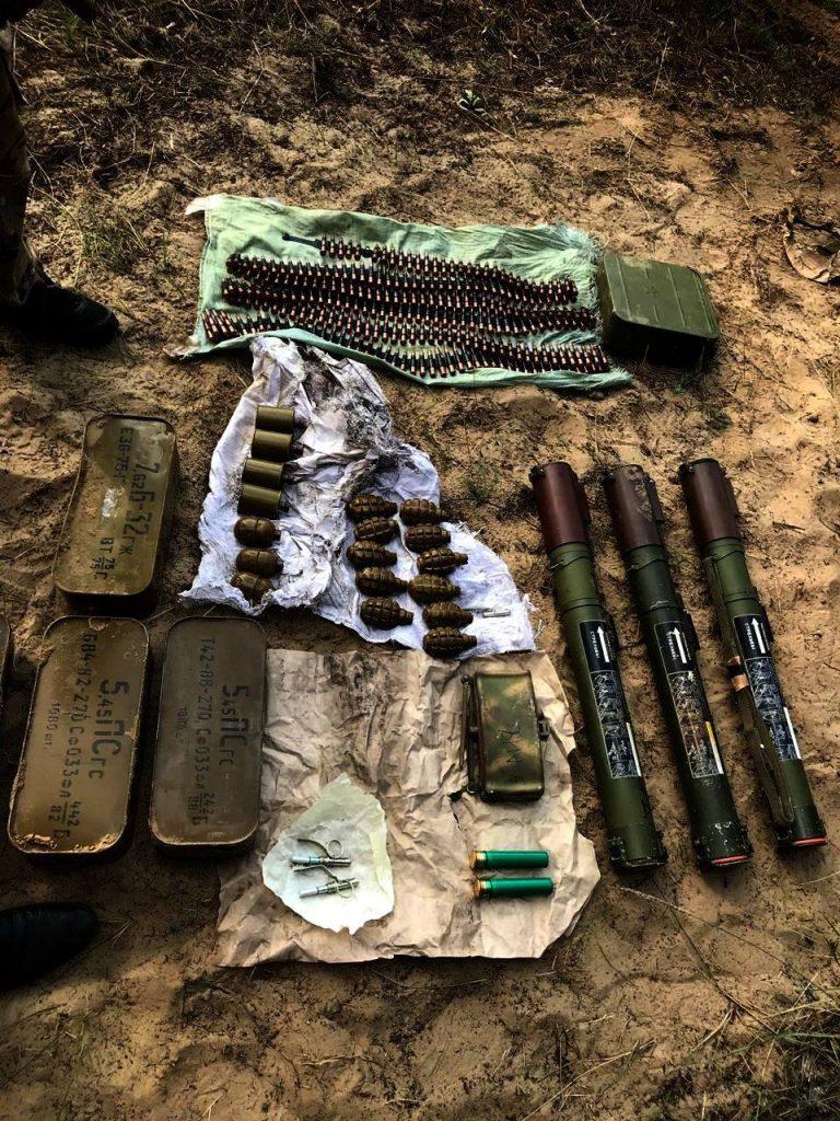 Віднайдена у схроні зброя та боєприпаси