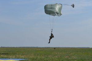 Американські парашути випробовують у ЗСУ