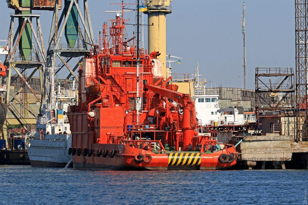 """Багатоцільове аварійно-рятувальне судно """"Олександр Охріменко"""" Вигляд на кормову частину. Фото - dumskaya.net"""