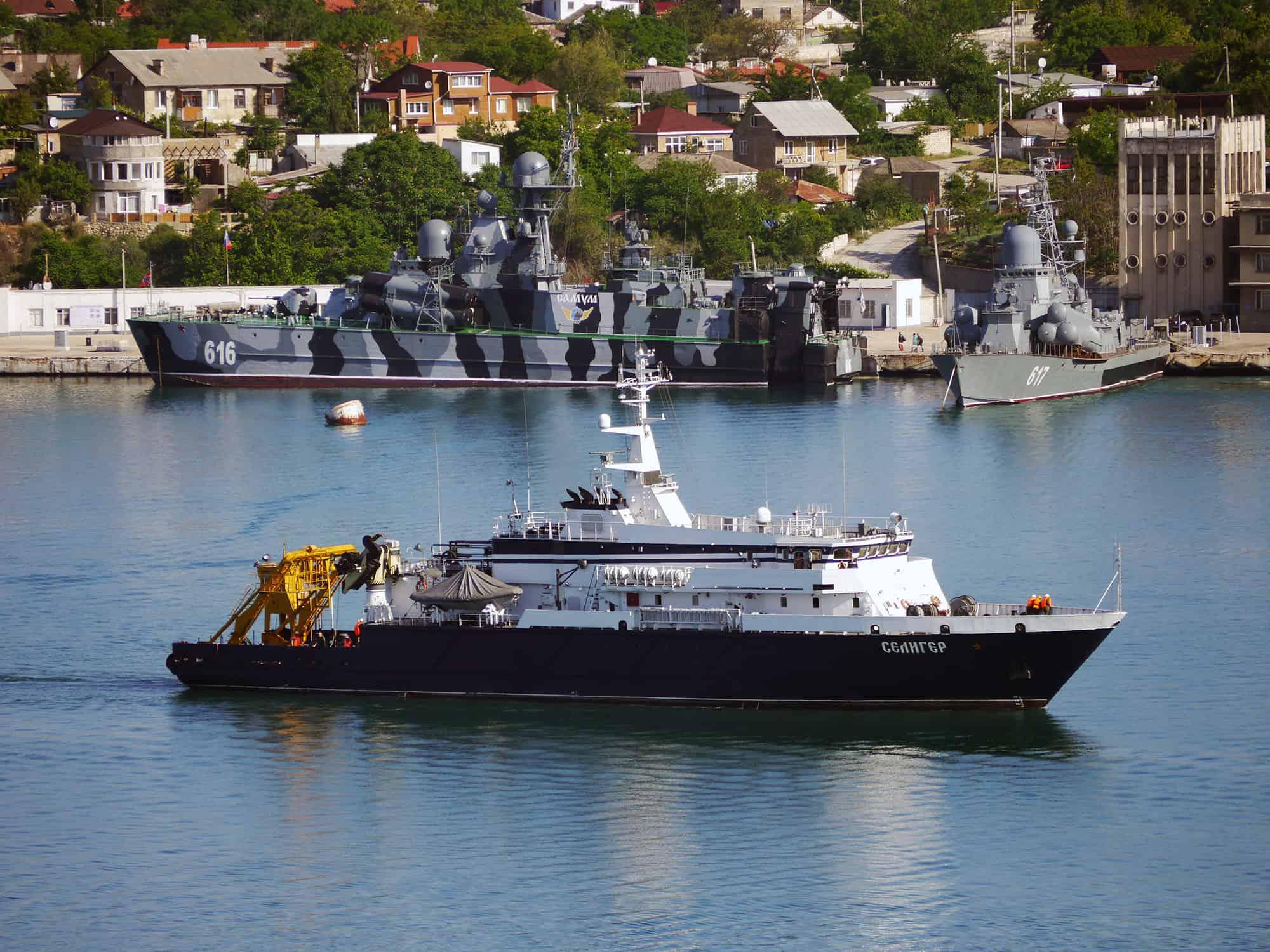 """Дослідне судно """"Селигер"""" в Севастопольській бухті Фото - А. Брічевскій, 23 травня 2018 року"""