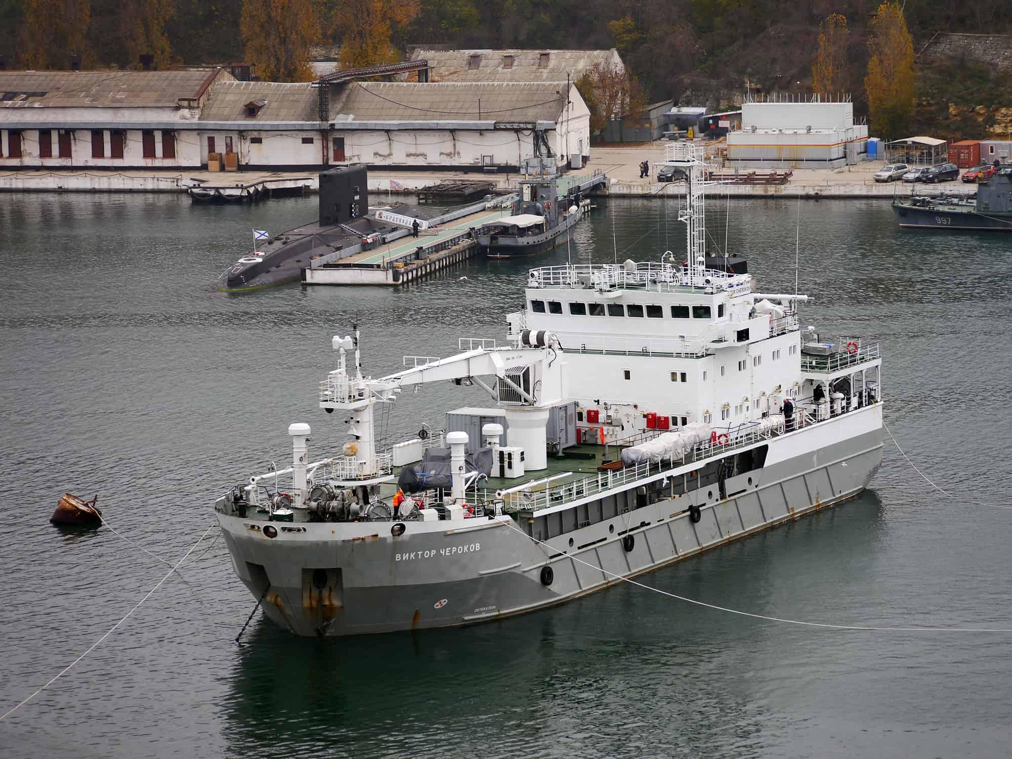 """Дослідне судно """"Виктор Чероков"""" на стенді .Фото - А. Брічевській, 15 листопада 2017 року"""