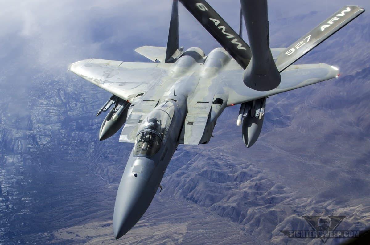 Дозаправка F-15D у повітрі