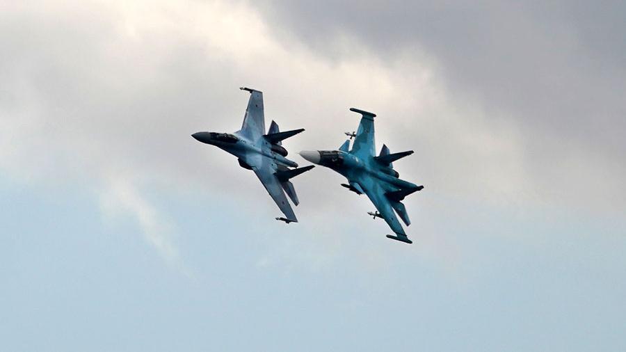 Два багатоцільових літаки Су-34