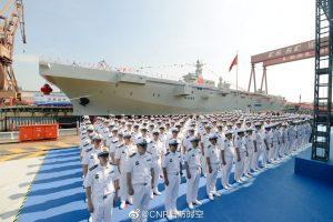Китай спустив на воду свій перший вертольотоносець