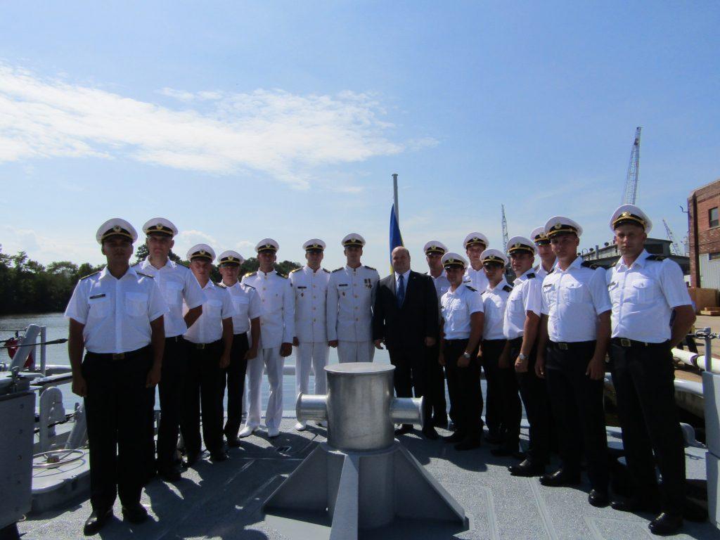 Посол України в США Валерій Чалий разом з українськими військовими моряками