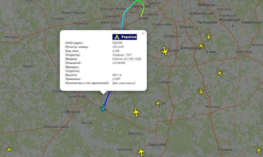 Український Ан-148 з бранцями летить до України