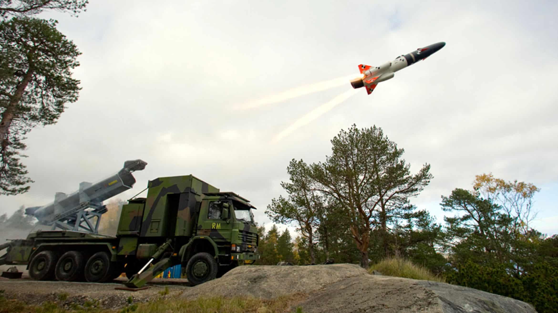 Запуск ракети RBS-15 з мобільної пускової на шасі Scania
