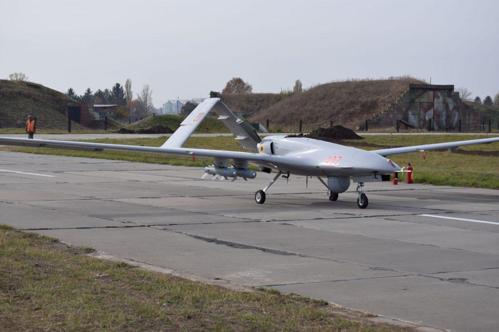 Bayraktar TB 2 в ході випробувань в Україні з повним комплектом озброєння