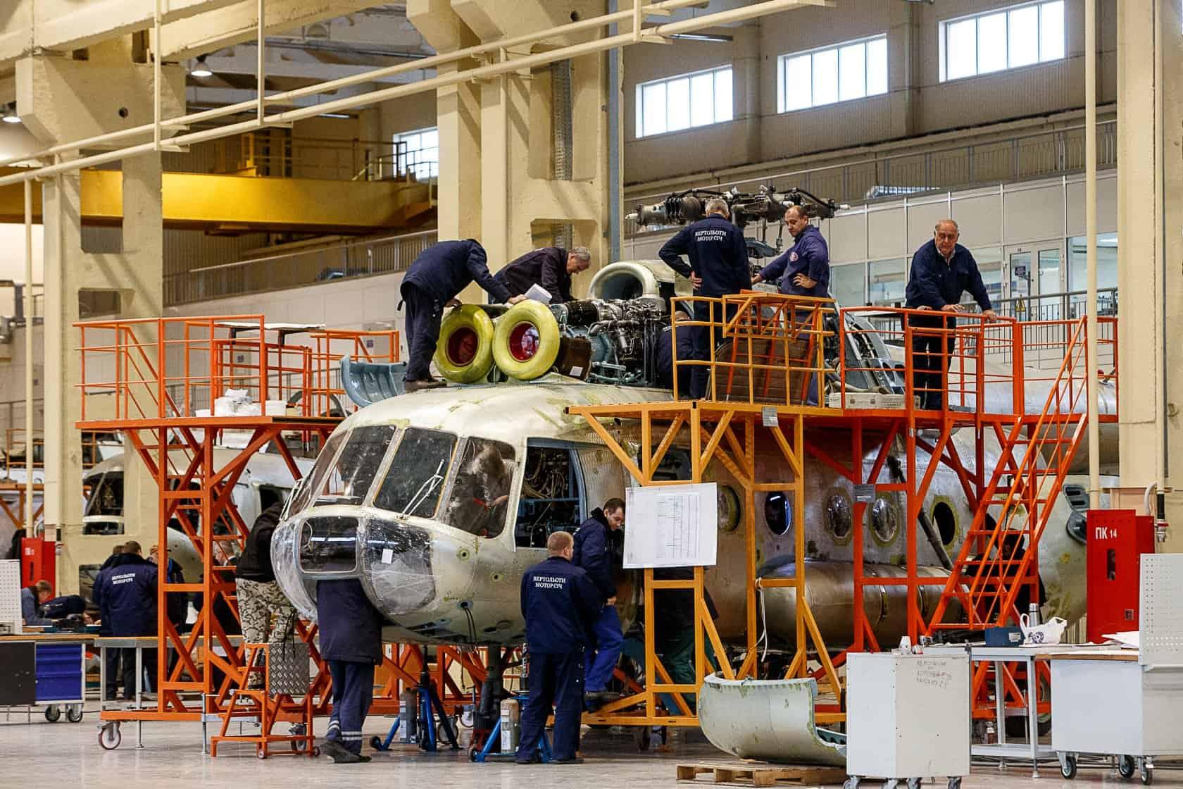 Процес ремонту гелікоптера Мі-8 на підприємстві «Вертольоти Мотор Січ»
