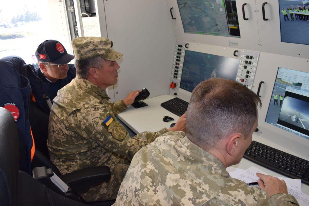 Тестування БПЛА Bayraktar TB 2 українськими операторами в супроводі спеціалістів фірми виробника