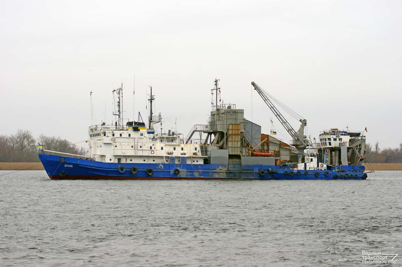 На Азові здійснюють днопоглиблення порту в Бердянську