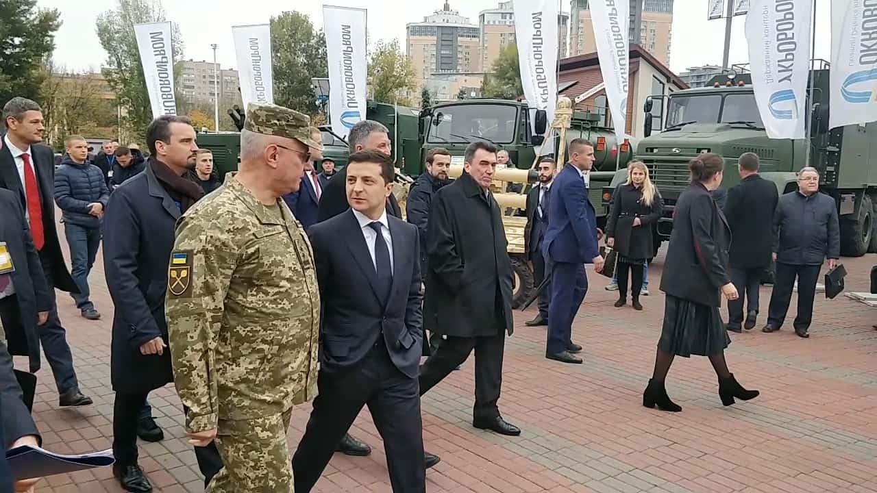 """Президент відвідав виставку """"Зброя та безпека-2019"""""""