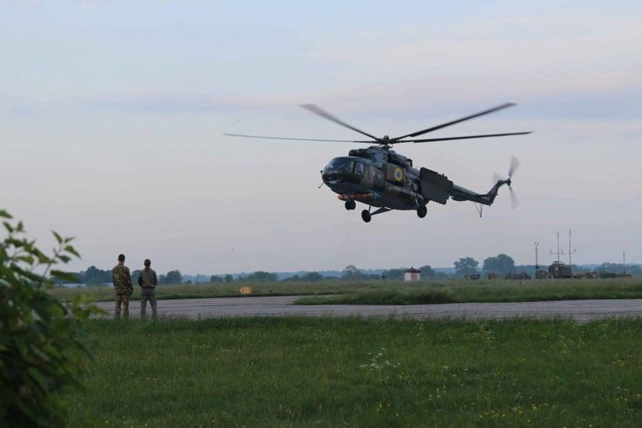 Гелікоптер РЕБ Мі-8МТПБ бортовий номер 38