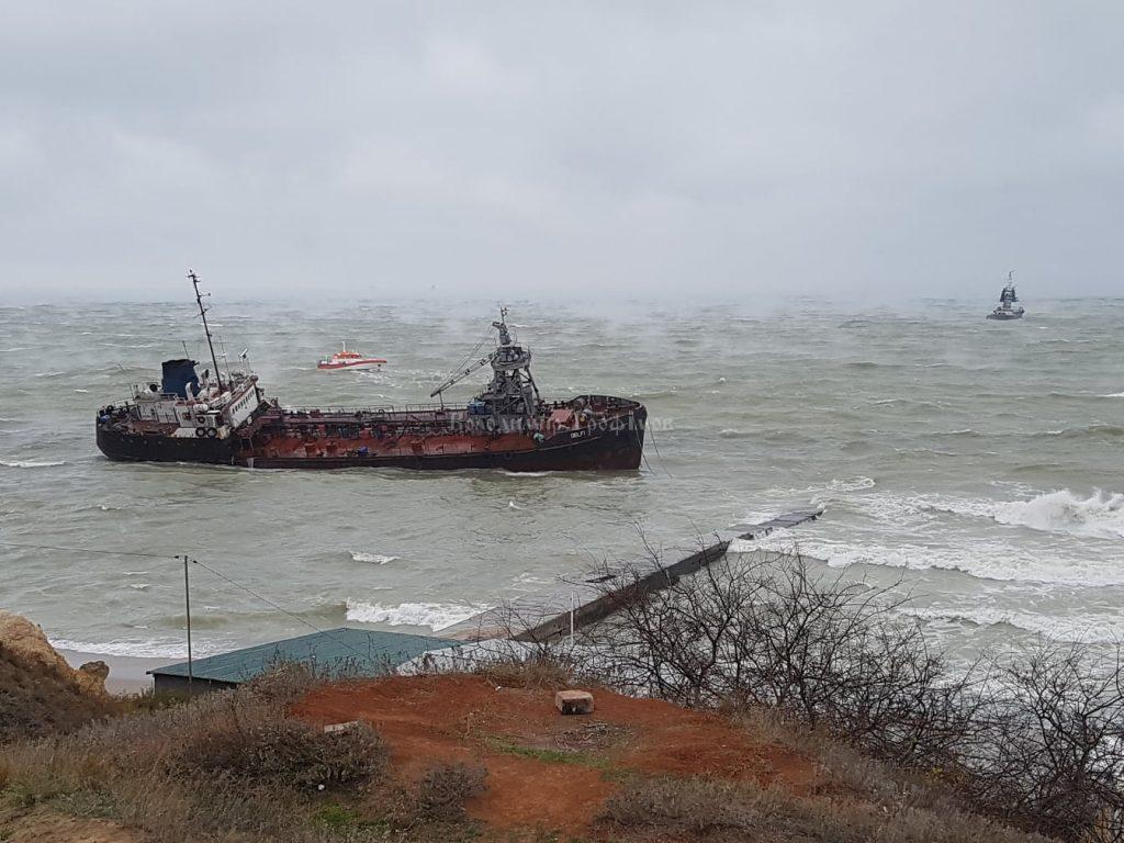 Танкер Delfi поблизу одеського пляжу