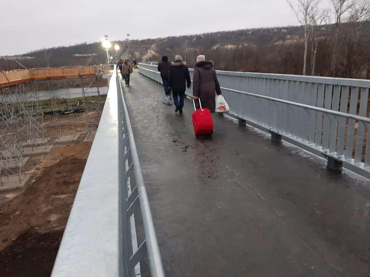 Відреконструйований міст поблизу Станиці Луганської після відкриття