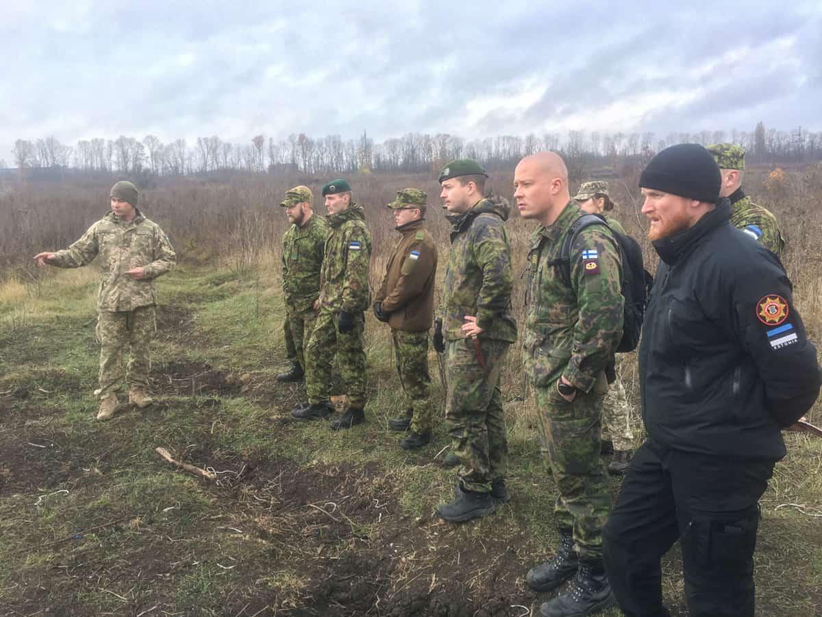 Військові з Естонії та Фінляндії на базі українського Центру