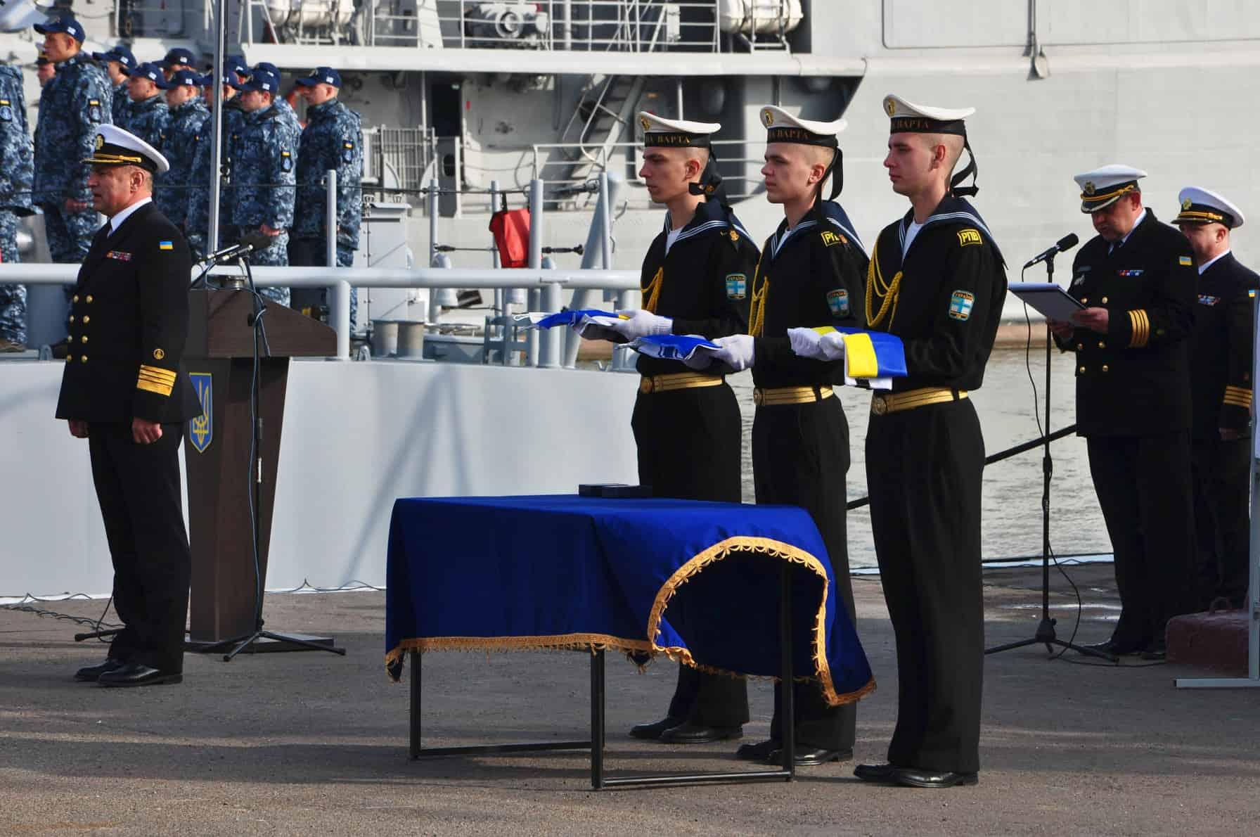 Командувач ВМС ЗС України Ігор Воронченко дає команду до підготовки командирів кораблів для вручення бойових знамен