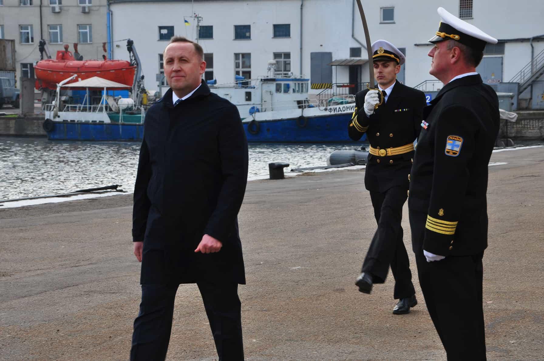 Відкриває урочисту церемонію заступник міністра оборони Анатолій Петренко