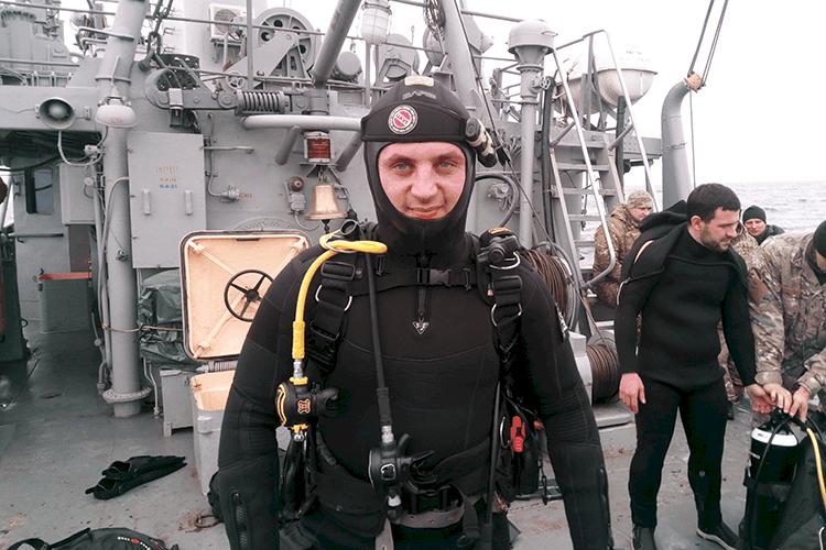 Куратор проекту Школа Військових Водолазів - Костянтин Миргородський під час спусків