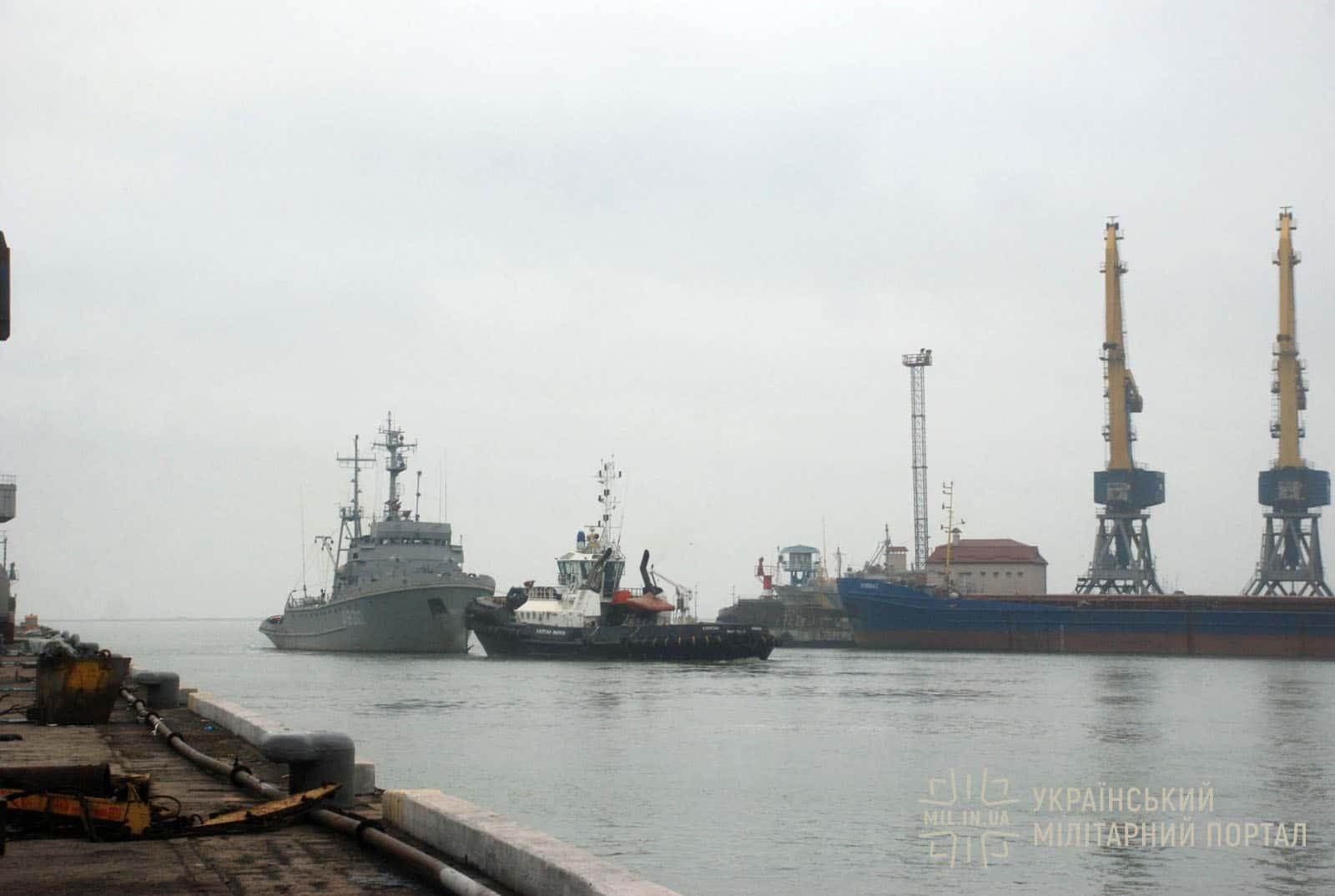 Морський буксир «Корець» виходить з акваторії Азовського судоремонтного заводу
