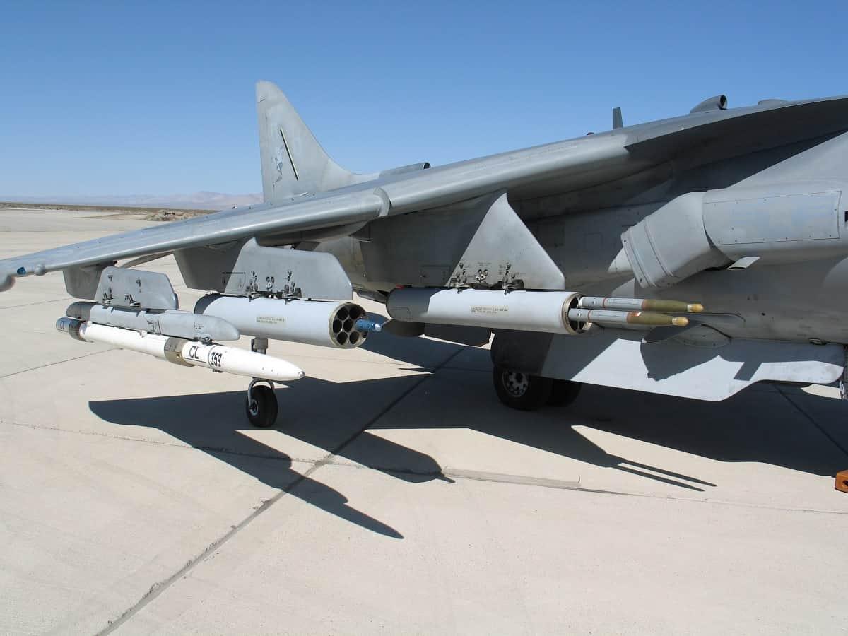 Пускові установки 70-мм снарядів на F/A-18 Hornet