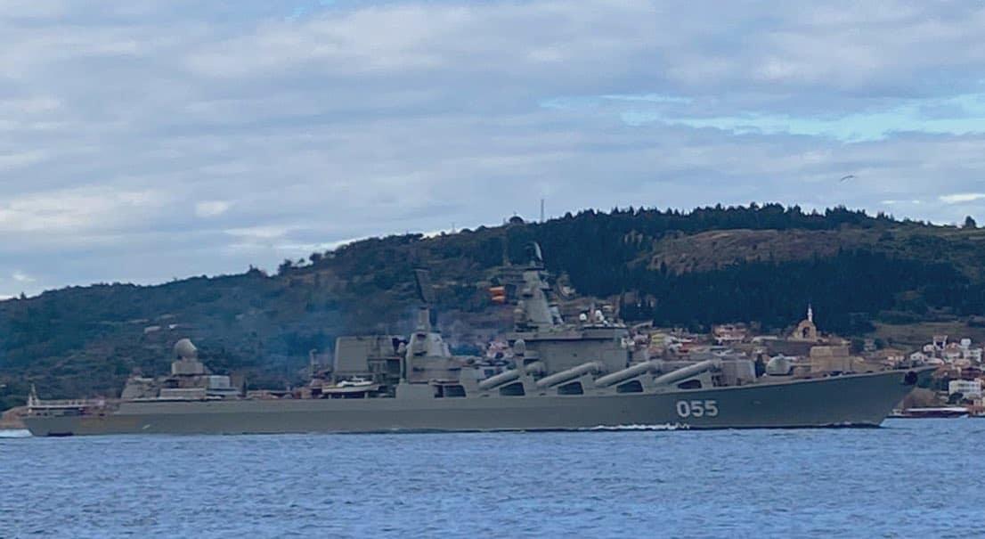 Ракетний крейсер Маршал Устинов (055) під час переходу Босфору
