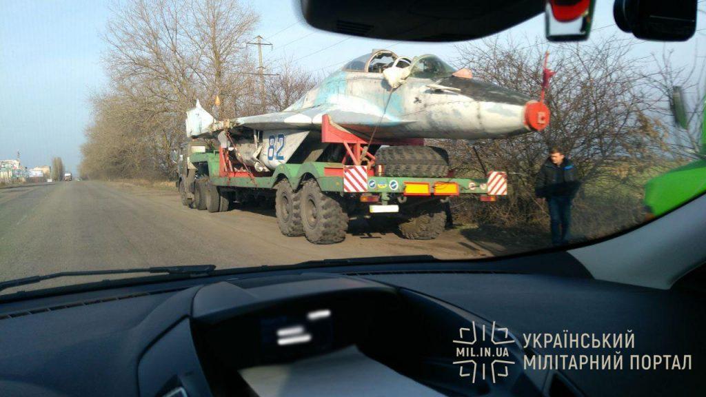 МіГ-29УБ під час транспортування на ремонт