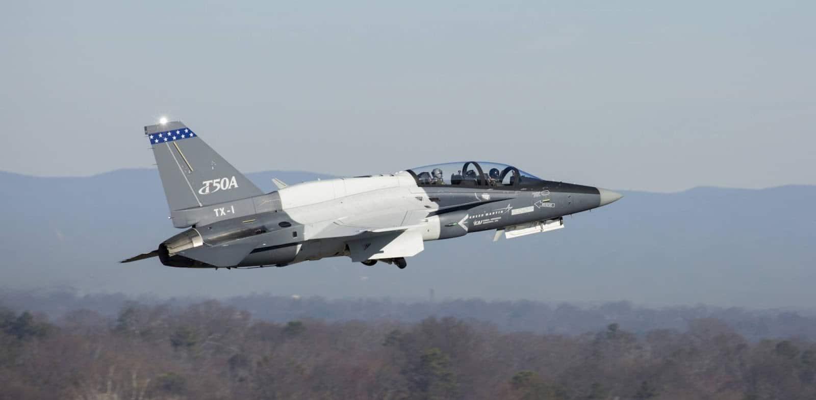Літак для участі в тендері ПС США під робочою назвою T-X