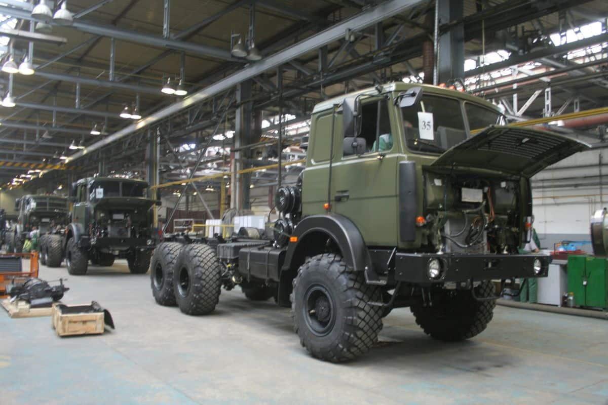 Процес збирання вантажного автомобіля Богдан-6317 у Черкасах