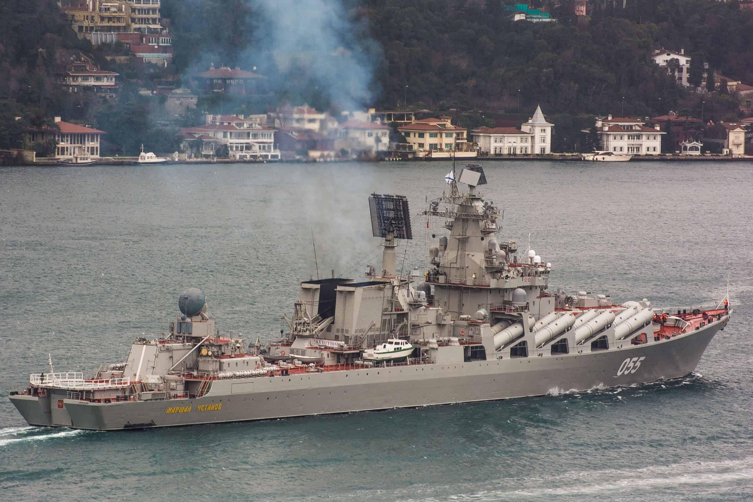 """Ракетний крейсер """"Маршал Устинов"""" проходить Босфор"""