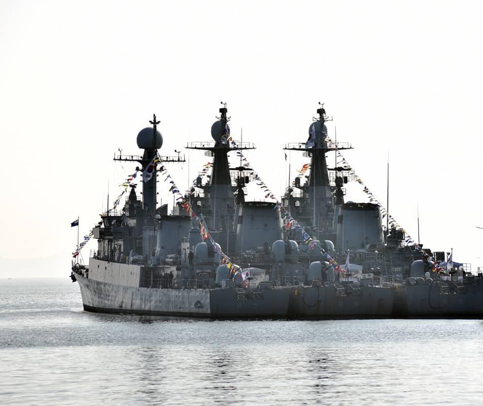 Списані фрегати Masan (FF-955), Kyeongbuk (FF-956) та корвет Suncheon (PCC-767)