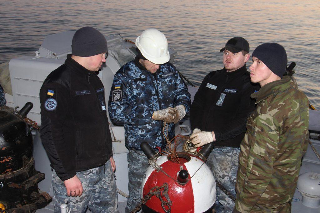 Відпрацювання екіпажем катеру «Лубни» навантаження морських мін