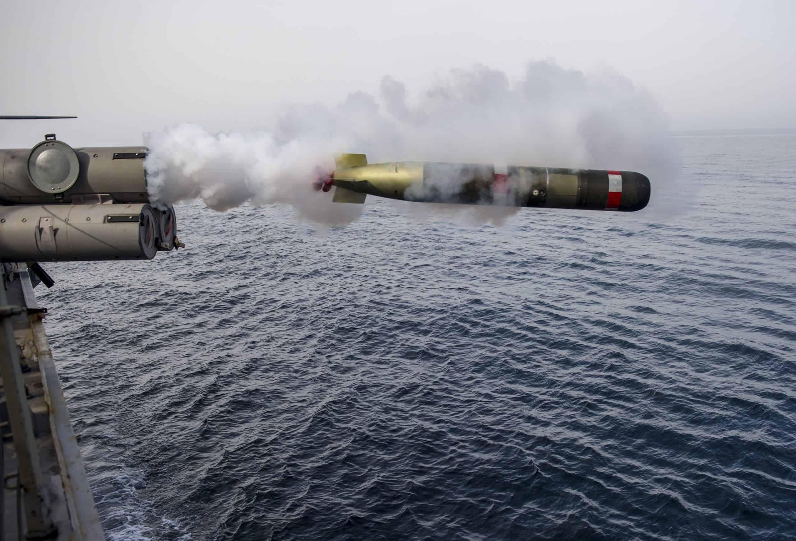 Запуск торпеди Mark 54 Lightweight Torped з USS Roosevelt (DDG-80) у квітні 2014 року