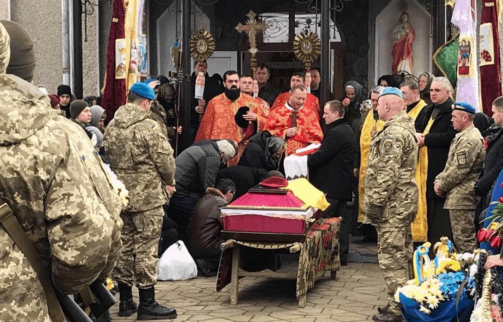 Україна в один день прощалася з двома полеглими бійцями