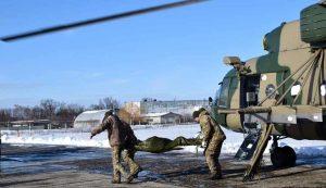 Поранених на Луганщині бійців доставили гелікоптером у Харків