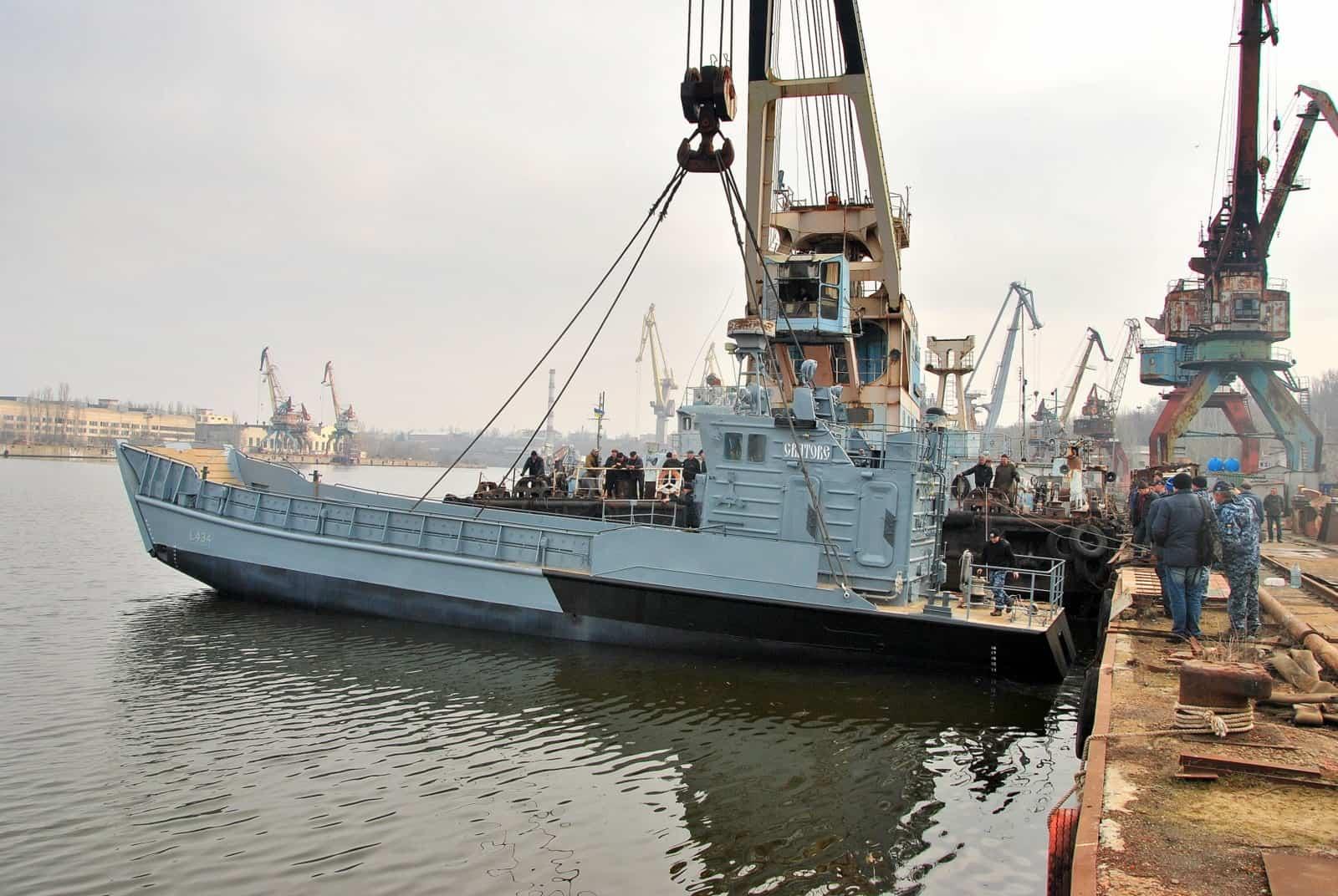 У Миколаєві на воду спустили десантний катер «Сватове»