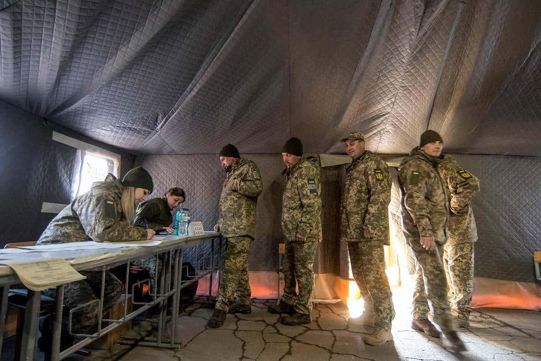 В Україні 36% військових продовжують контракт із ЗСУ
