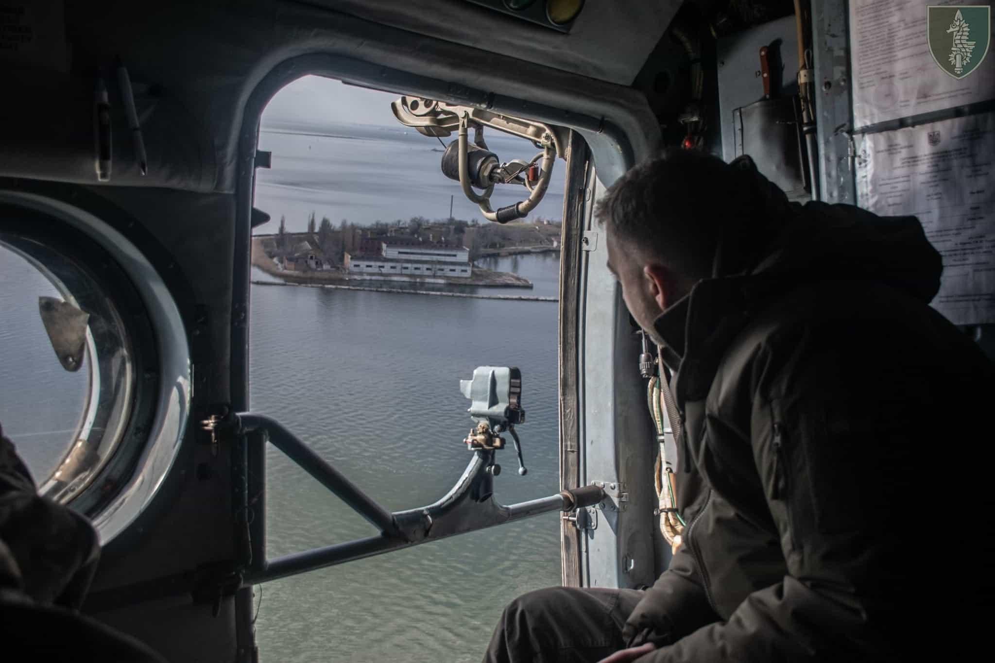 Міністр оборони під час візиту на острів Первомайський