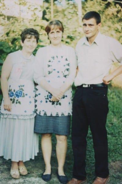 З родиною.