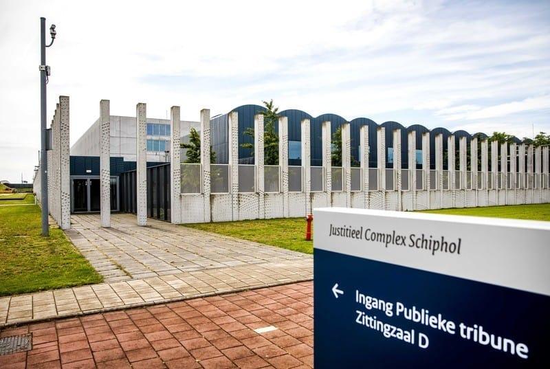 Справу розглядають в юридичному комплексі неподалік аеропорту Схіпхол