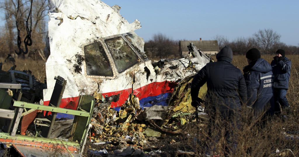 Уламки літака MH17 на Донбасі